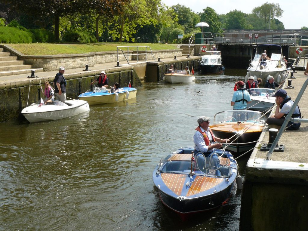 thames lock cmba classic boat rally