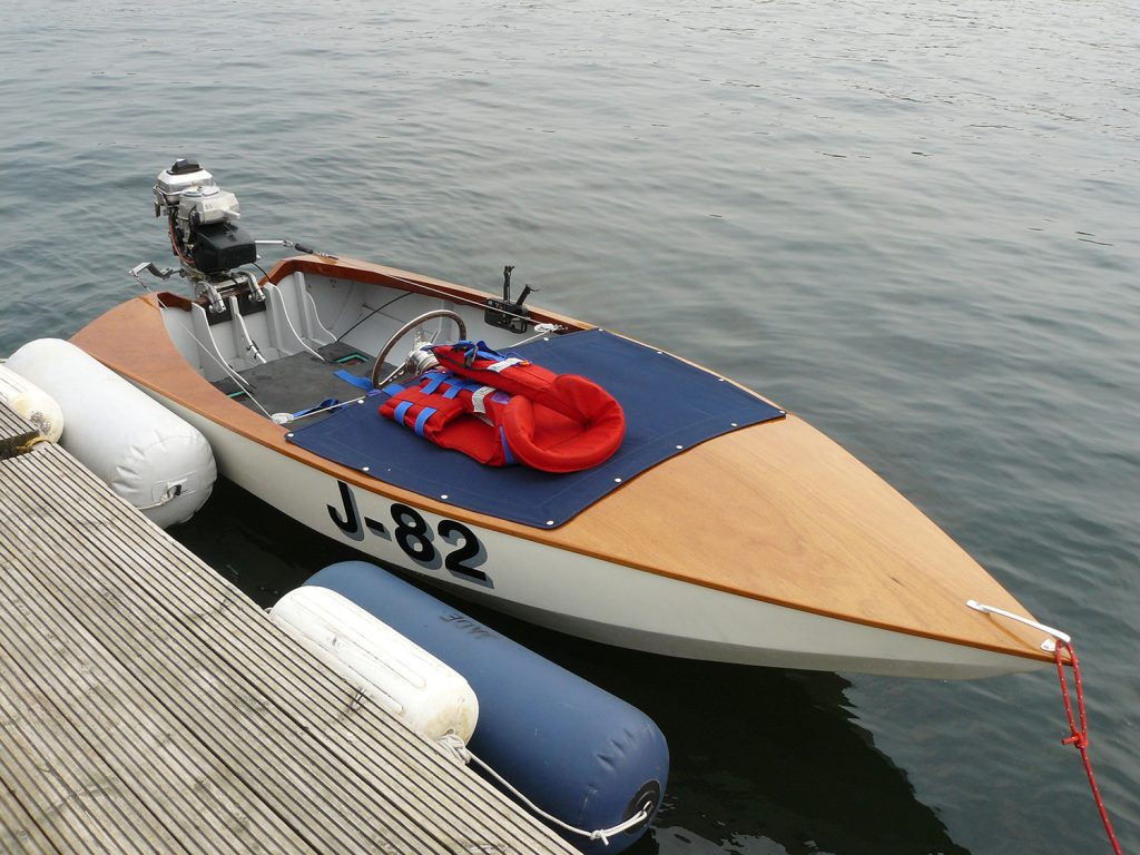 Jinx J-82 at Chertsey classic motor boat rally